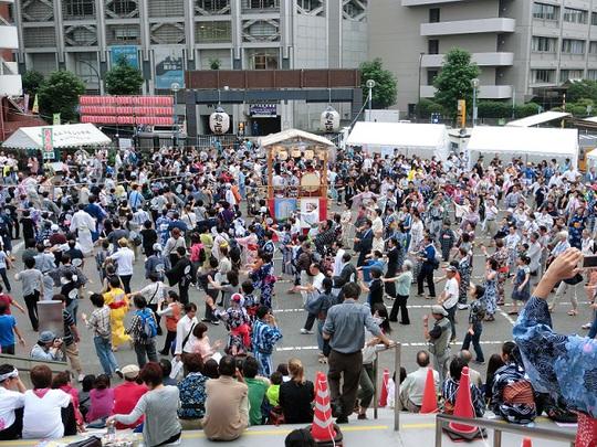 gujou_odori_aoyama2012.jpg