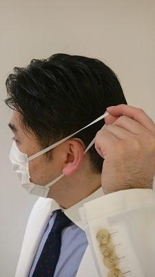 補聴器をしたままマスクを外すための正しい持ち方2