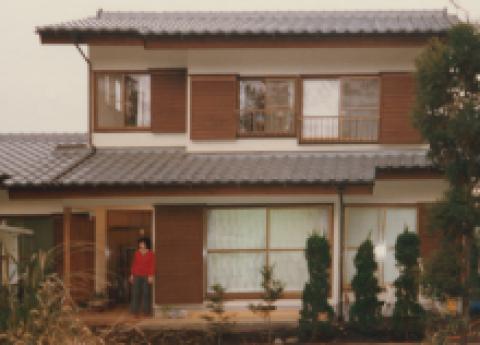 創業者・菅野利雄が自宅の一室で補聴器店を開業。