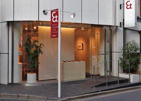 創業者の長男、菅野聡が青山店を開業。
